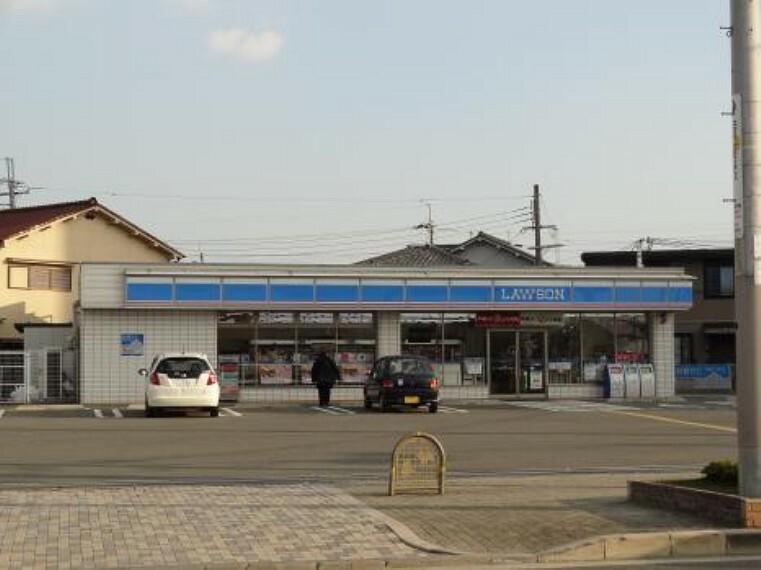 コンビニ 【コンビニエンスストア】ローソン 枚方三栗一丁目店まで673m