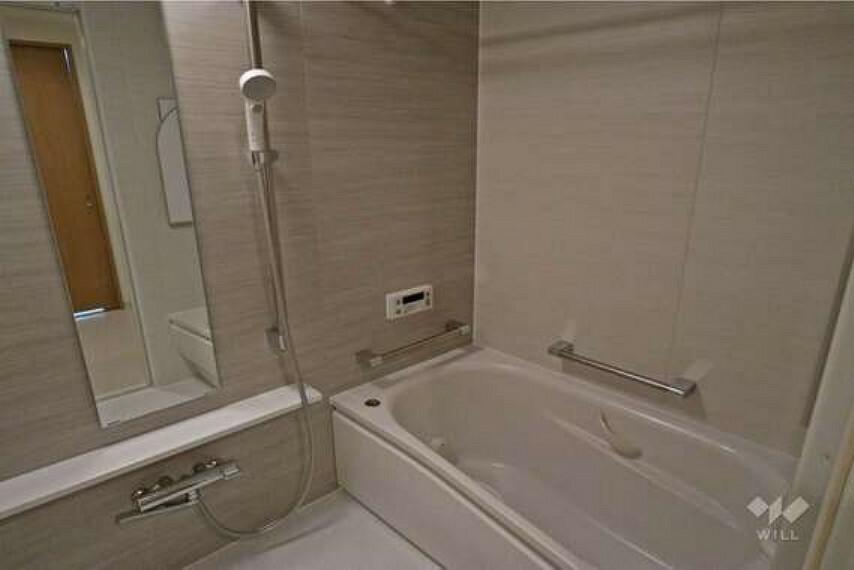 浴室 浴室。1317サイズ。2015年12月のリフォームでユニットバスが交換されています。追い炊き機能付きです。