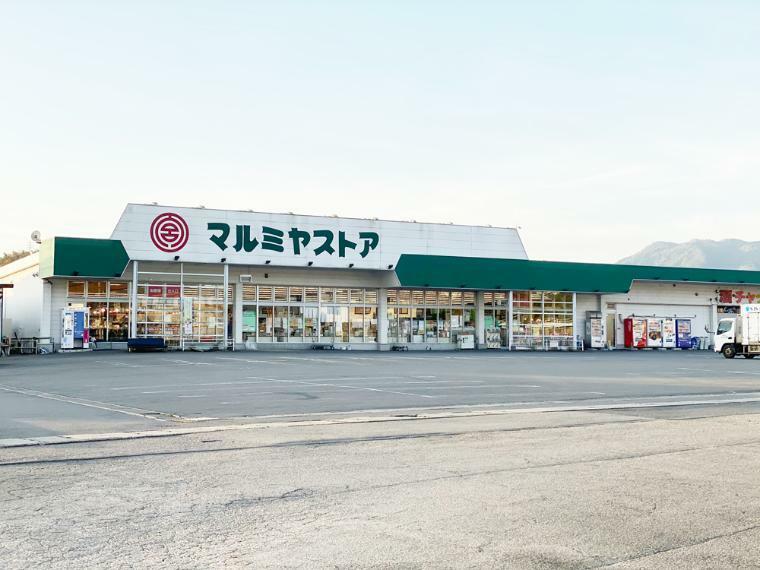 スーパー マルミヤストア挾間店 大分県由布市挾間町向原311-1