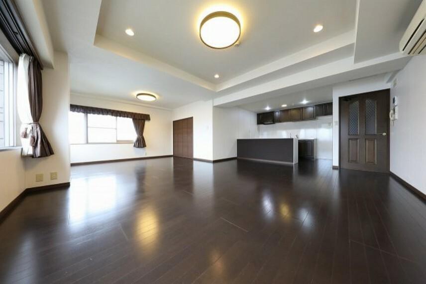 居間・リビング 広々LDK19.5帖、各洋室も6帖以上とゆとりあるお部屋です。
