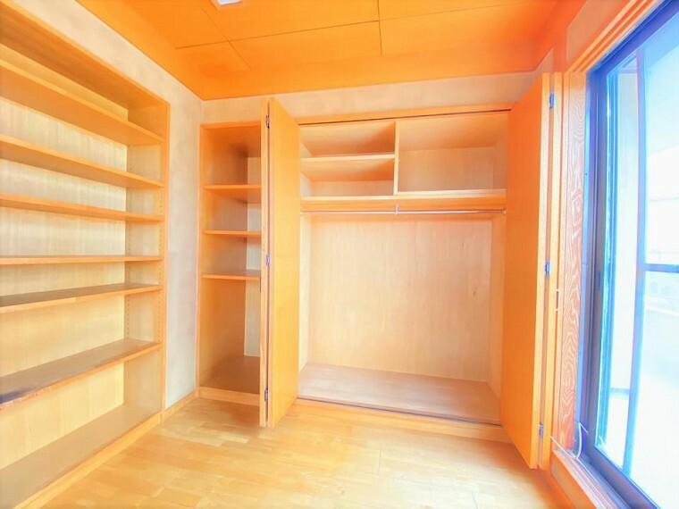 2F洋室、収納