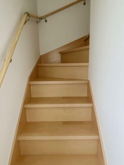 手摺付きの階段