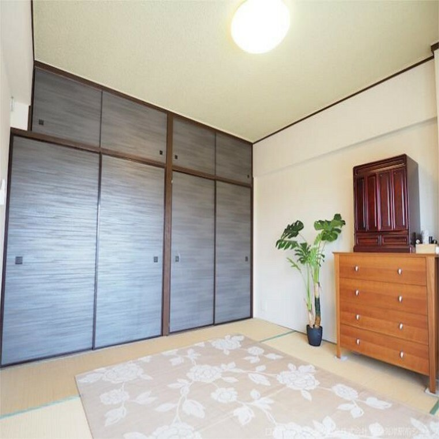 日当りの良い南側和室は、お子様の遊び部屋や客間にもピッタリです!