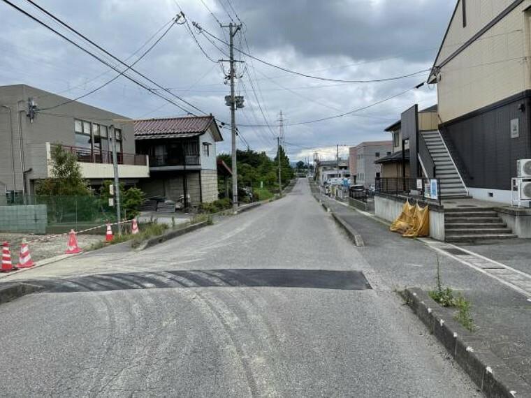現況写真 接道 東側公道約11m 歩道も整備された道路で安全性も〇(7月8日撮影写真)