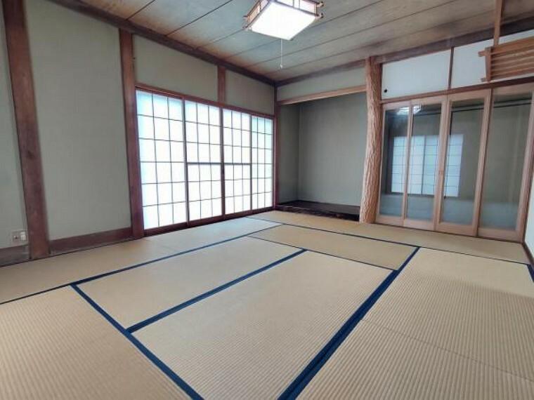 (リフォーム前)1階10帖の和室は壁・天井にクロス、床にはフローリングを張り、洋室へ変更致します。南側に位置する明るいお部屋です。