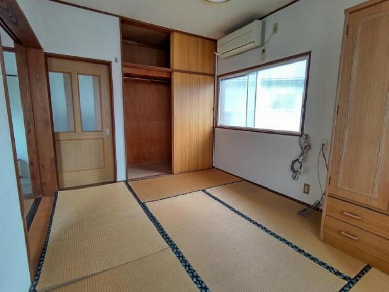 (リフォーム前)2階北側の和室は洋室に改装致します。押入れはクローゼットへ変更致しますので、お子様のお部屋としてお使いになられてはいかがでしょうか。