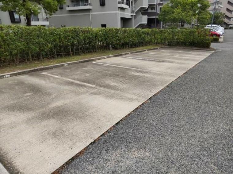 敷地内駐車場 【駐車場】駐車場の写真です。近隣駐車場は空き有りとなっております。近隣駐車場や空き状況はスタッフまでお尋ねください。