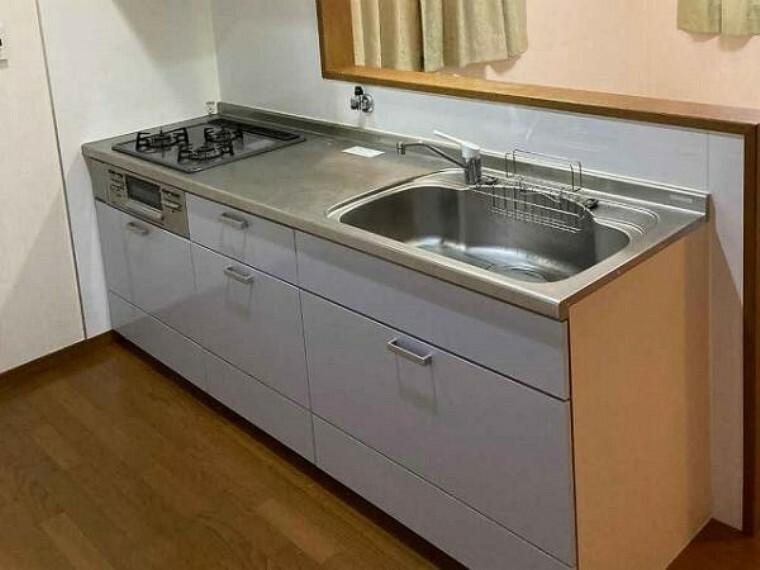 キッチン 対面式キッチンでご家族の様子を見ながらお料理が出来ます!