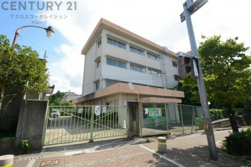 小学校 【小学校】豊中市立刀根山小学校まで689m