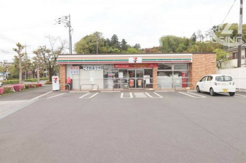 コンビニ 【コンビニエンスストア】セブンイレブン あきる野草花店まで822m