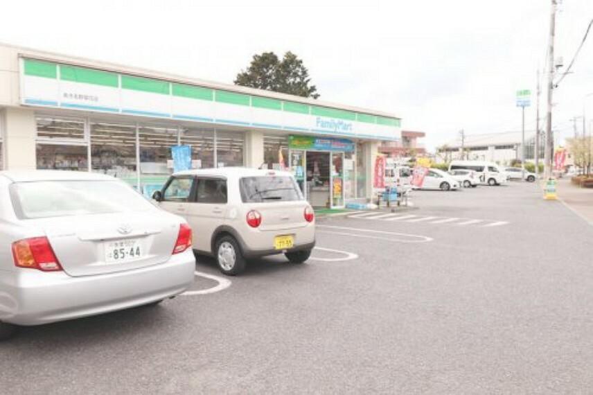 コンビニ 【コンビニエンスストア】ファミリーマート あきる野草花店まで1226m
