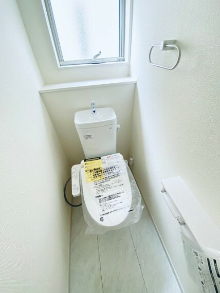 トイレ ウオシュレット付き。2階にもトイレがございます。