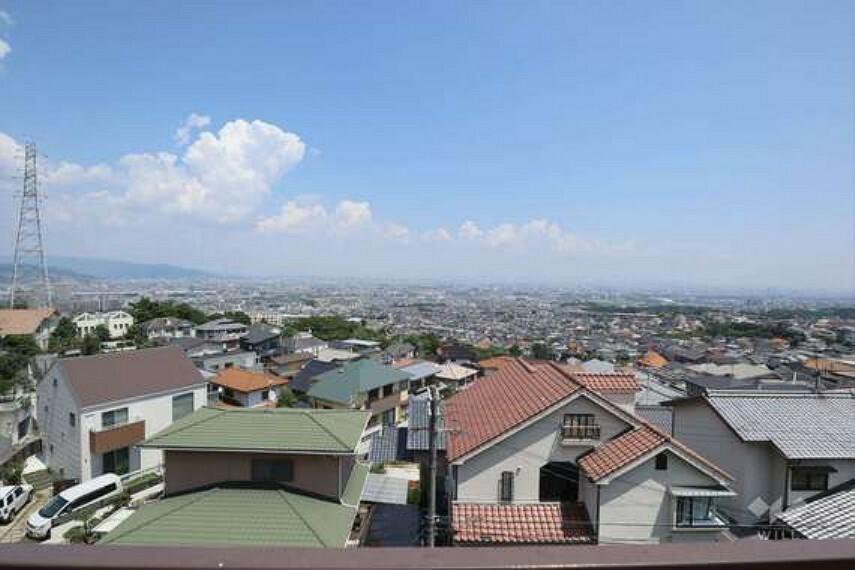 眺望 2階東側バルコニーからの眺望(東方向)[2021年7月30日撮影]