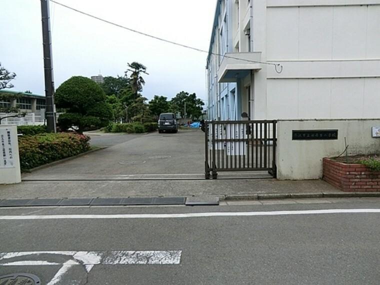 小学校 藤沢市立湘南台小学校 藤沢市湘南台にある公立小学校で、日本語指導教室も開設している。