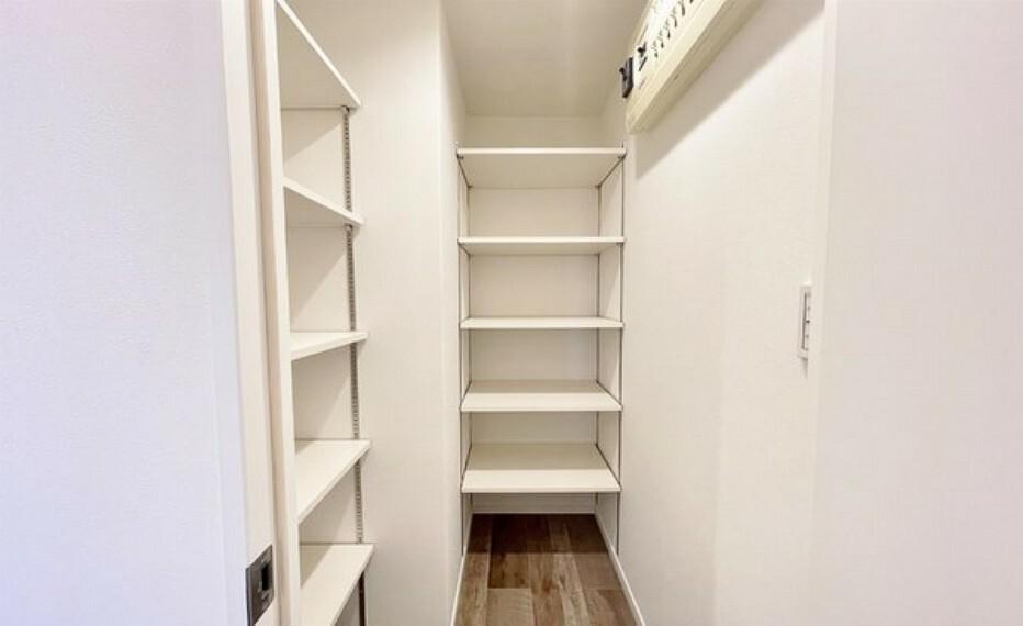 収納 シューズインクローゼットのある玄関。ベビーカーやゴルフ道具、長靴など、かさばるものもスッキリ収納できます。