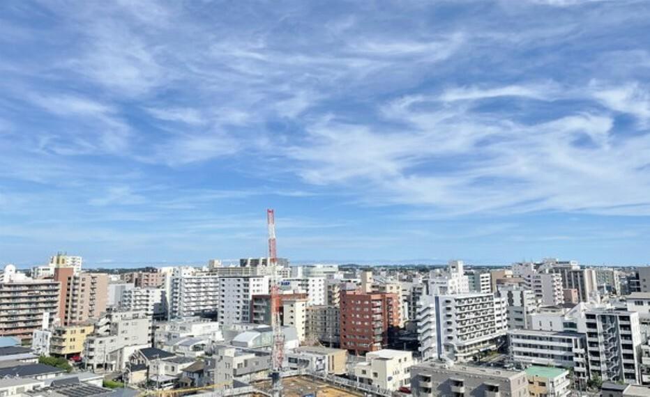 眺望 青空がさえわたるきれいな街並みです。見晴らしが良い立地です。