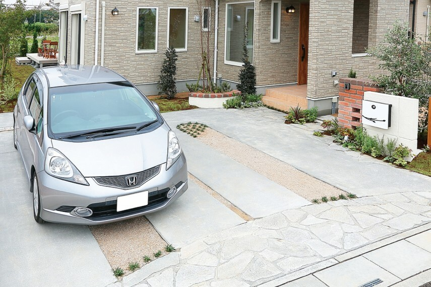駐車場 【全棟2台分カースペース対応】  ショッピングやレジャーなど、快適なカーライフのために、ゆとりある敷地を活かして2台分のカースペースを確保しました。ご夫婦で車を所有したり、来客用にも便利です。