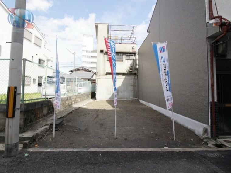 現況写真 【現地土地写真】 大阪メトロ今里筋線/JR学研都市線「鴫野」駅へ徒歩6分!3WAYアクセス可能な好立地  北西側駐車場のため日当り・風通し良好です!