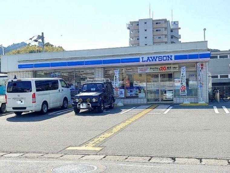 コンビニ 【コンビニエンスストア】ローソン 高知神田店まで412m