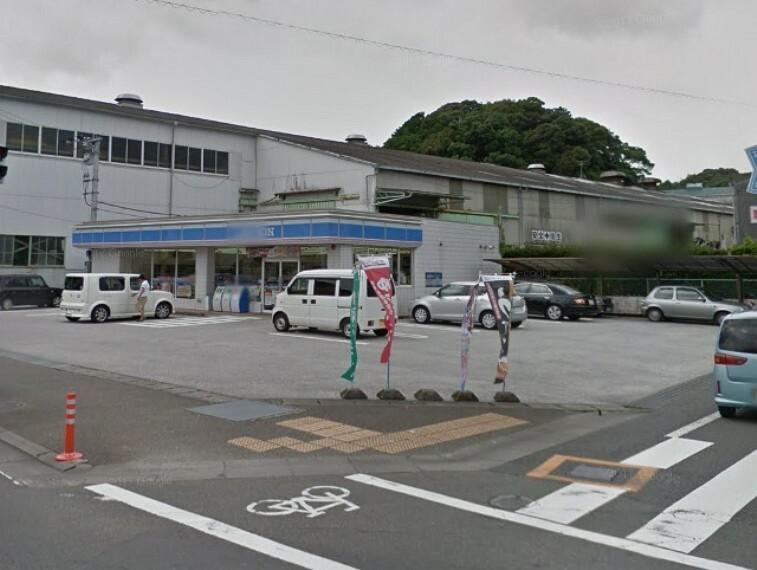 コンビニ 【コンビニエンスストア】ローソン高知横浜店まで667m