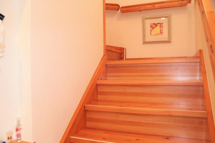 手すり付きの階段