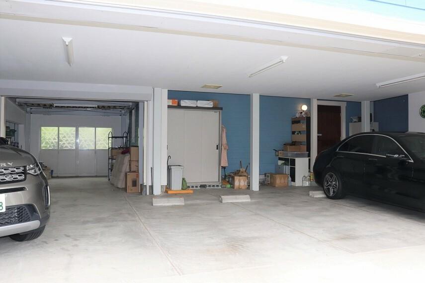 駐車場 車5台駐車可能なガレージ