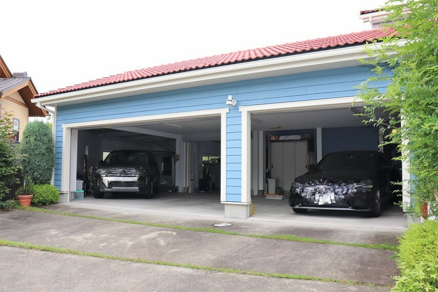 駐車場 シャッター付きガレージ
