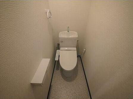 トイレ 気になるトイレも交換済みです。
