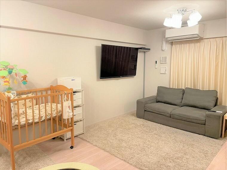 居間・リビング 家族が集うくつろぎのLDKは、19帖以上と広々とした開放的な空間