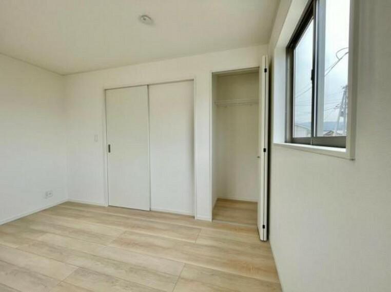 同仕様写真(内観) <同仕様写真>各部屋たっぷりと収納できるクローゼットを完備。お部屋を有効に広く使うことができますね!
