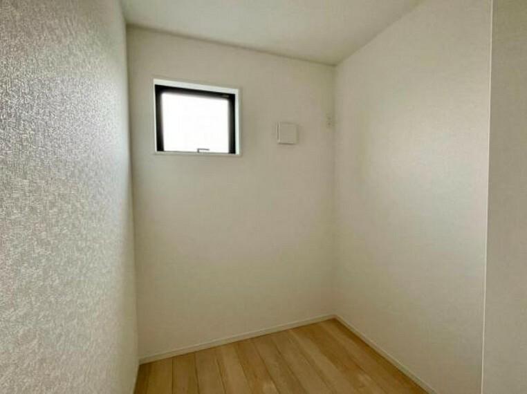 同仕様写真(内観) <同仕様写真>DENとは書斎や趣味の小部屋のことを指します!今時期だとテレワークルームとしていかがでしょうか?