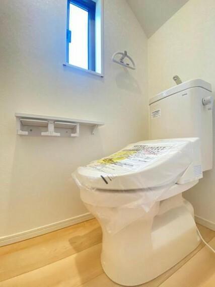 同仕様写真(内観) <同仕様写真>ウォシュレット付き多機能トイレ。トルネード洗浄で少ない水でもしっかり洗浄でき汚れが付きにくく落ちやすい設計です。