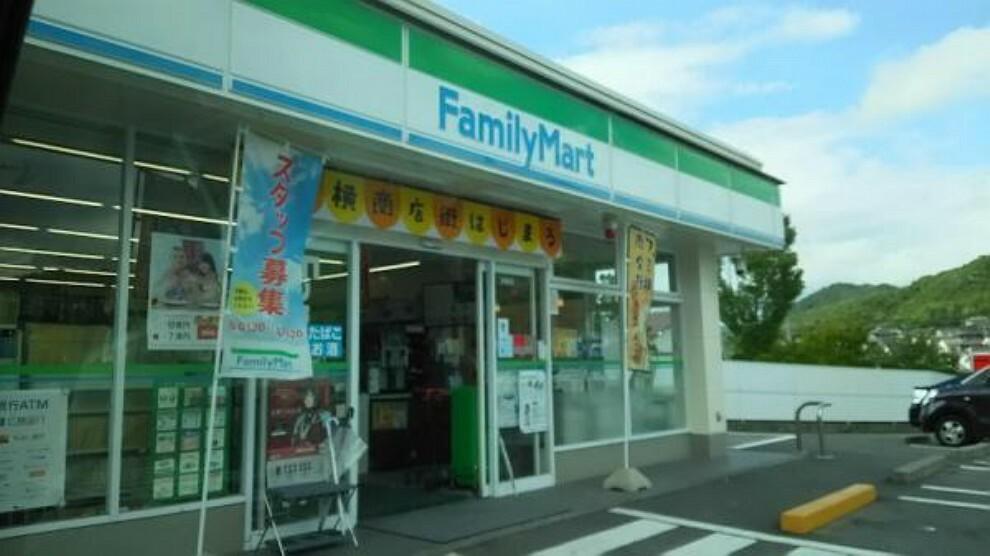 コンビニ ファミリーマート 焼山中央店