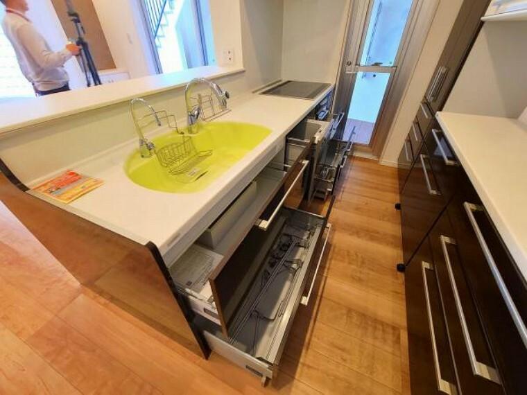 キッチン 余裕のあるキッチンスペースは、 奥様には嬉しい空間です。