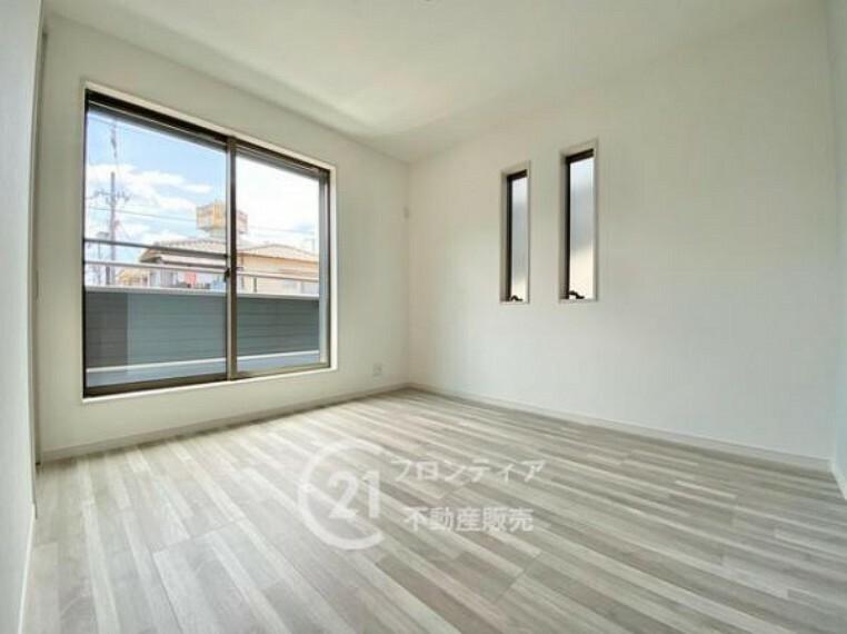 プライベートな時間もお過ごし頂ける2階の洋室は収納スペースも完備