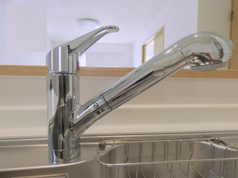 浄水器一体型。ご希望によって浄水も使用可能。シャワーヘッドでシンクのお掃除もらくらく。
