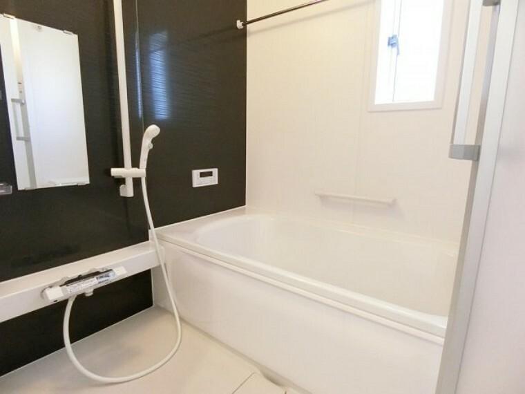 浴室 浄水器一体型。ご希望によって浄水も使用可能。シャワーヘッドでシンクのお掃除もらくらく。