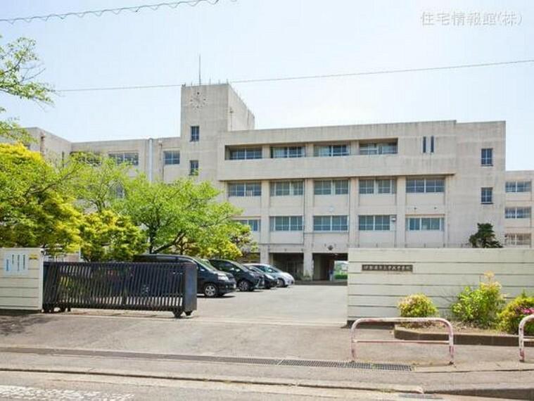 伊勢原市立中沢中学校 距離1490m