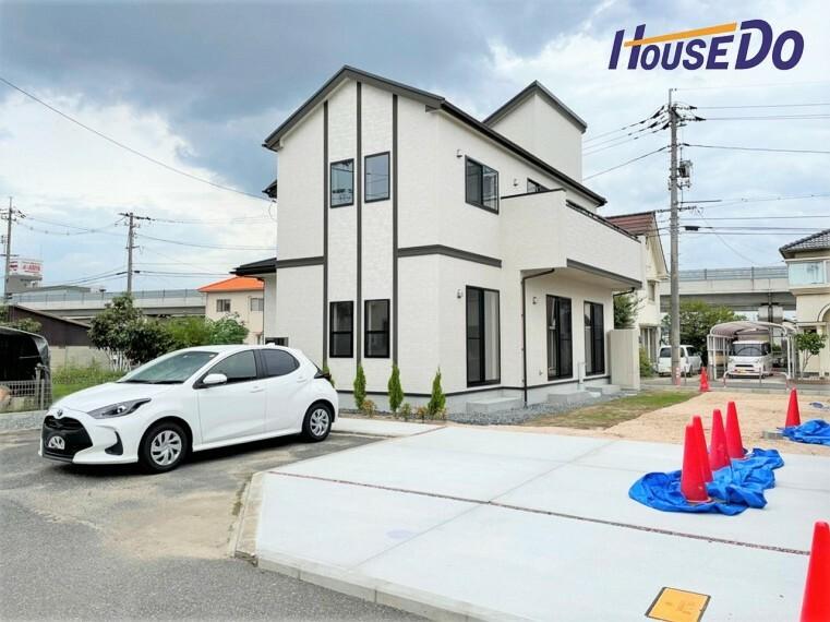 駐車場 土地面積広々64坪! 駐車スペースはもちろん、広々としたお庭もございます!