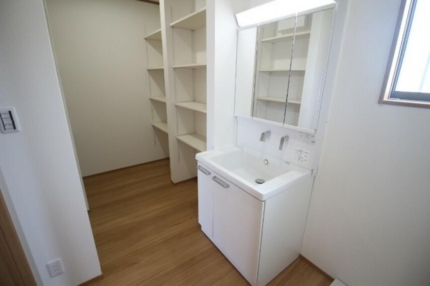 収納 パントリー兼収納スペース