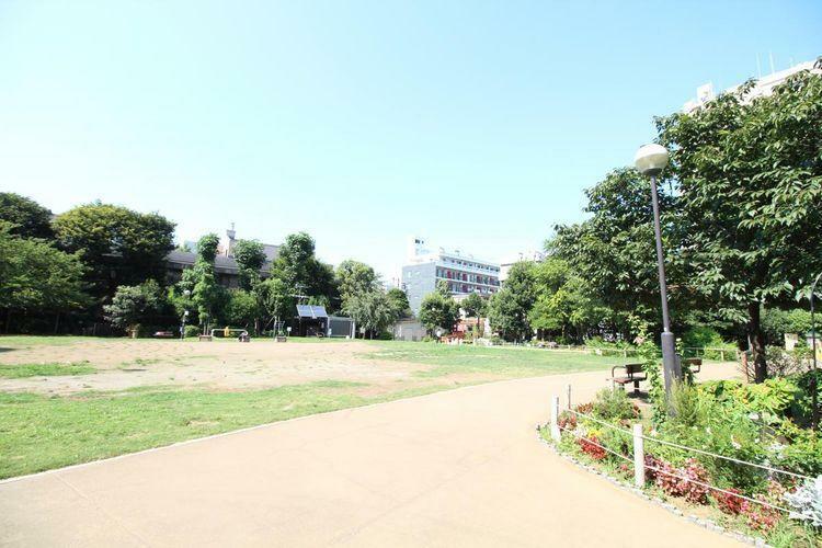 現地から徒歩8分で白金台どんぐり児童遊園がございます!