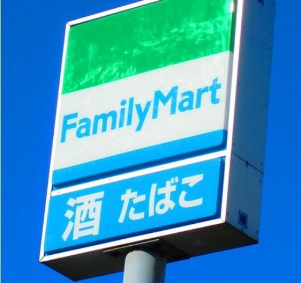コンビニ 【コンビニエンスストア】ファミリーマート 栃木城内町店まで535m