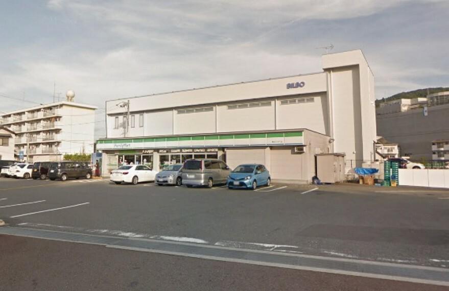 コンビニ 【コンビニエンスストア】ファミリーマート高知インター店まで696m