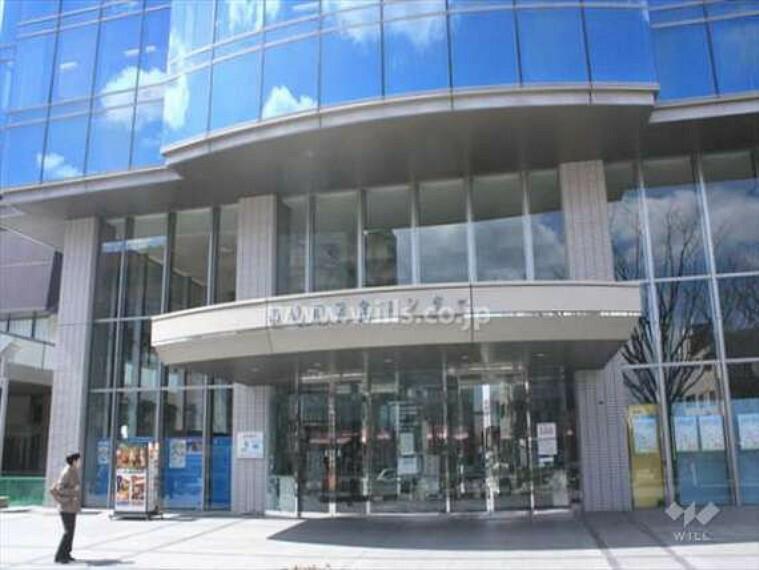 図書館 高槻市立中央図書館の外観
