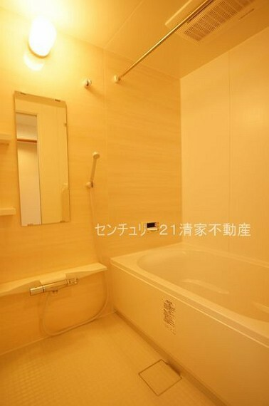 浴室 浴室乾燥機で雨の日でも楽々お洗濯!(2021年08月撮影)