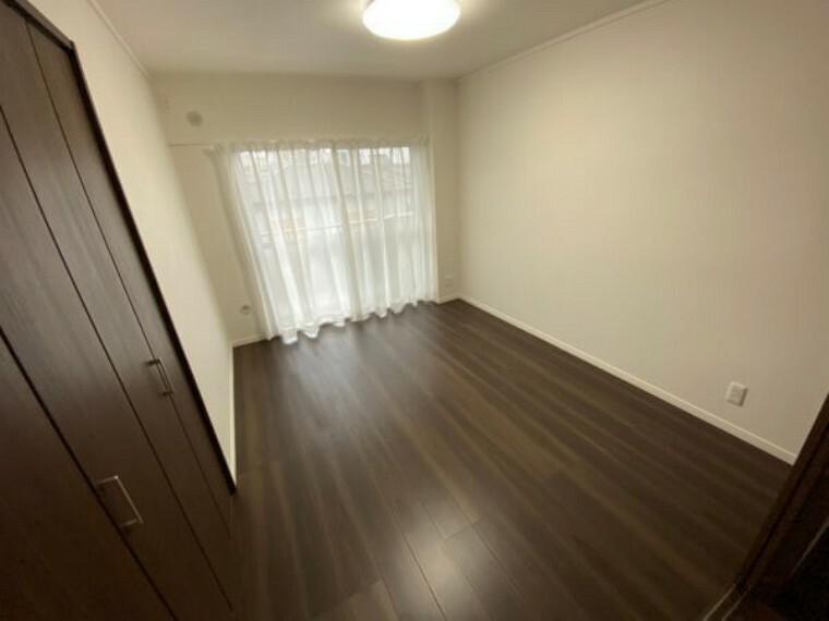 寝室 照明器具新規設置 カーテンレール交換 レースカーテン取付