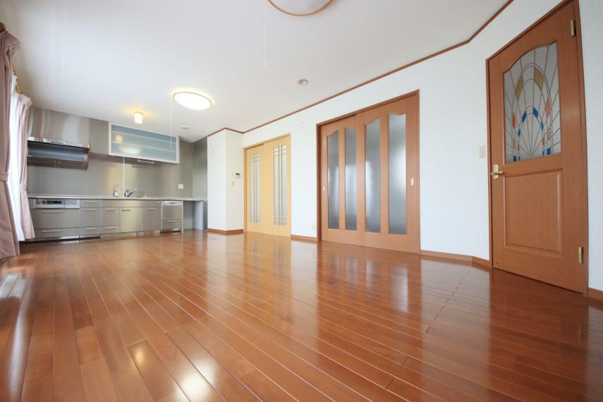 居間・リビング 2階LDK 快適性とゆとりをデザインしたLDKは広々15.25帖。