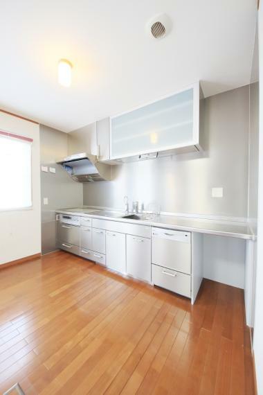 キッチン キッチンには人気の食洗機を搭載!日々の家事の手間を低減してくれます。