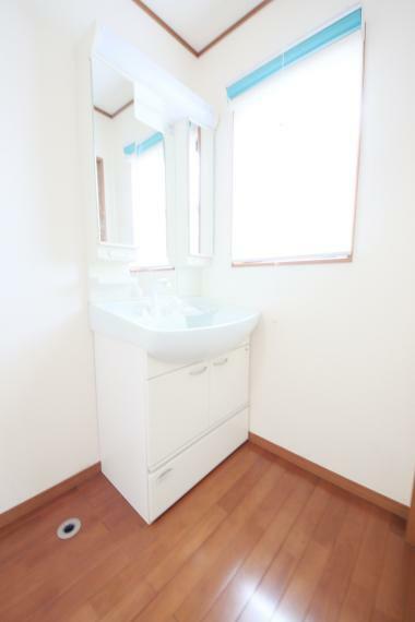 洗面化粧台 シャワーヘッドの付いた洗面化粧台ヽ(*^^*)ノ