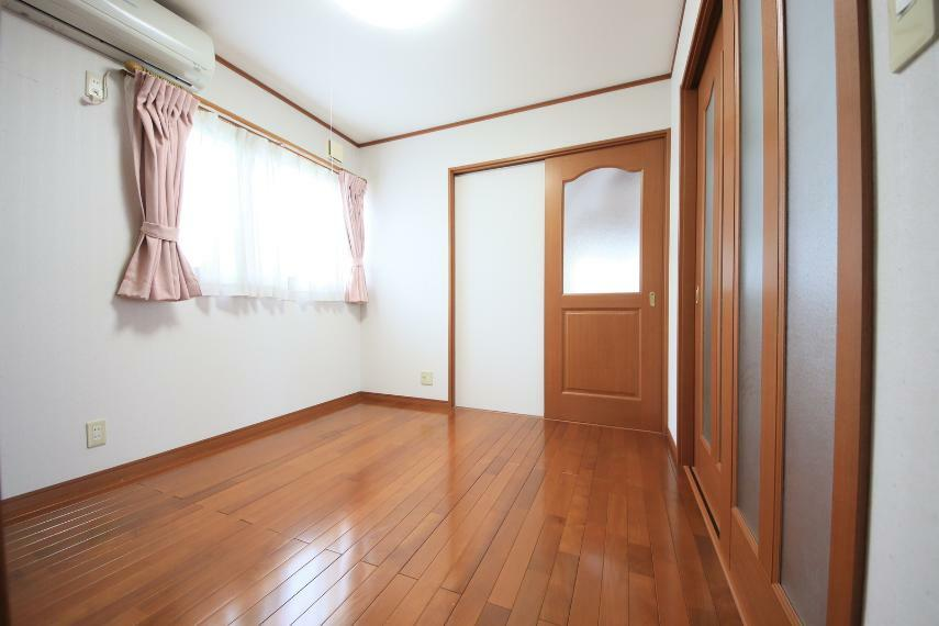 洋室 2階洋室4.5帖は、お子様の遊び場やお昼寝、来客用の寝室にと多様な用途で使えます。